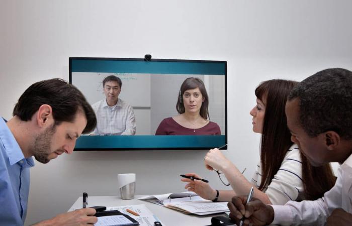 تعرف على غرفة الاجتماعات السريعةHuddle Room