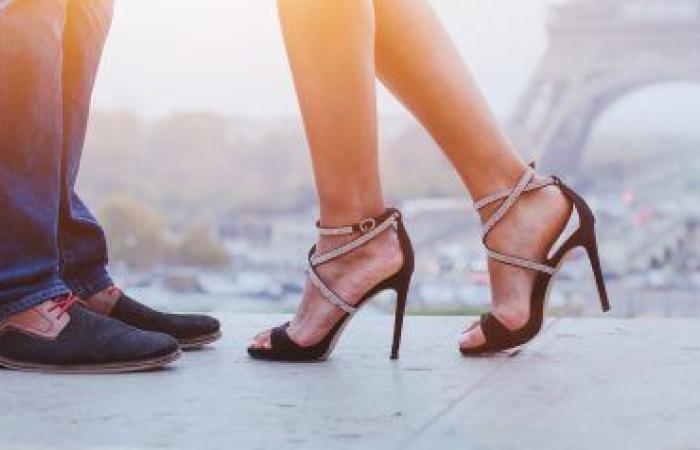 المرأة تدفع أكثر.. ما الأسباب التي تجعل أحذية النساء أغلى من الرجال؟