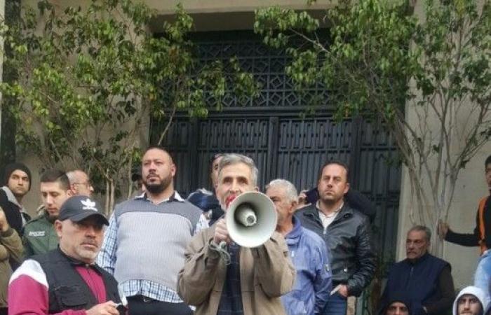 """بالصور.. اعتصام """"تحذيري"""" لعمّال بلدية طرابلس"""