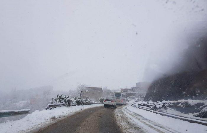 بالصور.. إزالة الثلوج عن الطرقات الجبلية بالمغرب