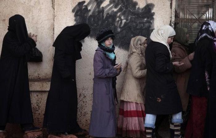 عدد هائل من النساء للقيام بعمل ارتبط بالرجال في سوريا