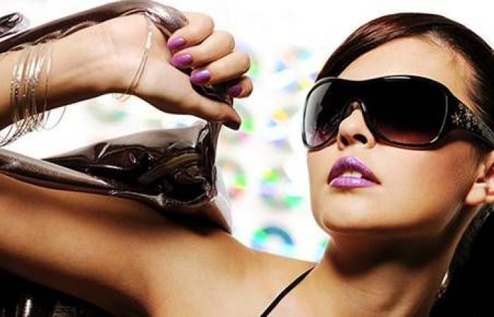 الجاذبية عنوان موضة النظارات الشمسية