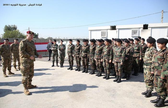 """قائد الجيش يتفقّد """"جنديّات الحرس الجمهوري"""": نؤمن بتكافؤ الفرص"""