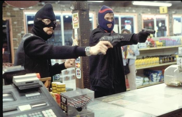 بالصورة: سلب صيدلية بقوة السلاح.. فوقع بقبضة الأمن!