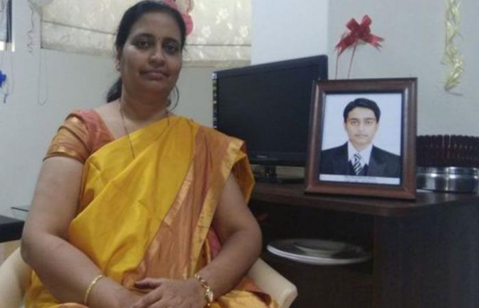 بالصور… حققت حلمها بأن تصبح جدة بعد عامين من وفاة ابنها!