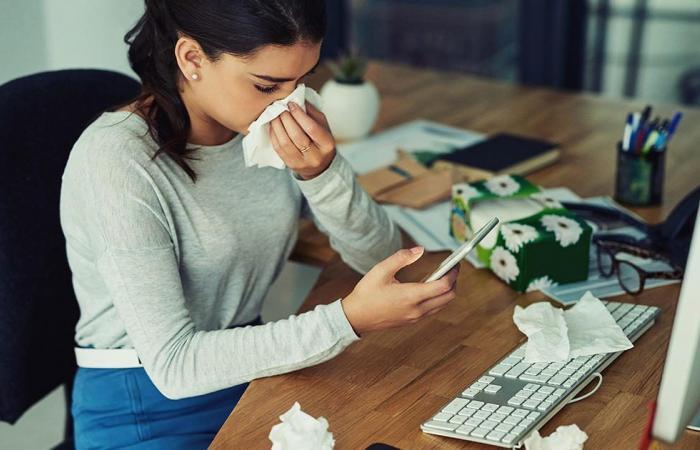 متى يمكن العودة إلى العمل بأمان بعد الإصابة بالإنفلونزا؟