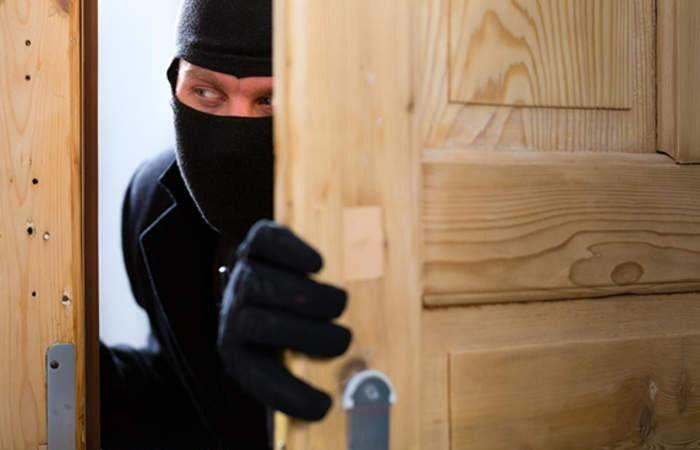 في لحفد.. دخل الى منزله وسرق خمسة ملايين