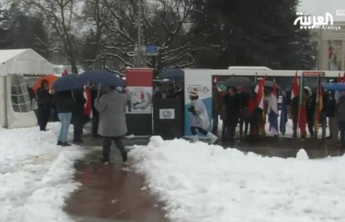 جنيف.. وقفة احتجاجية يمنية وسط عاصفة ثلجية