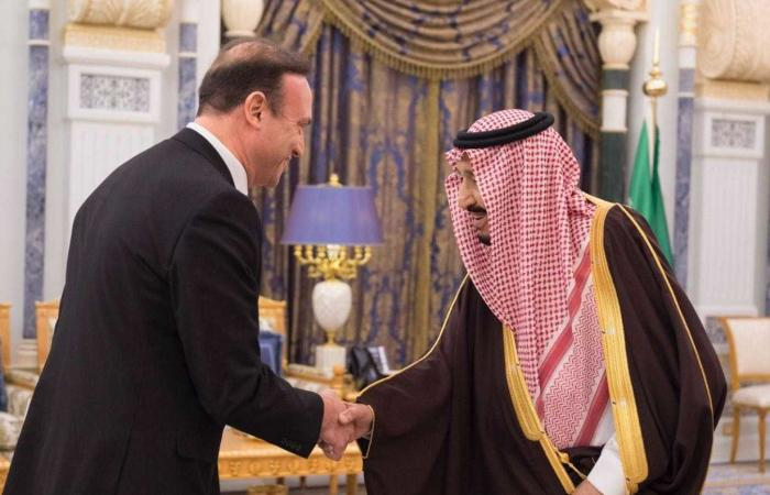 السفير اللبناني يقدم اوراق اعتماده.. ولفتة خاصة من الملك تجاه لبنان