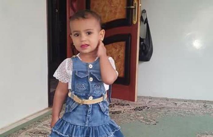صور مؤلمة.. قناص حوثي ينهي لعبة وحياة طفلة عمرها عامان