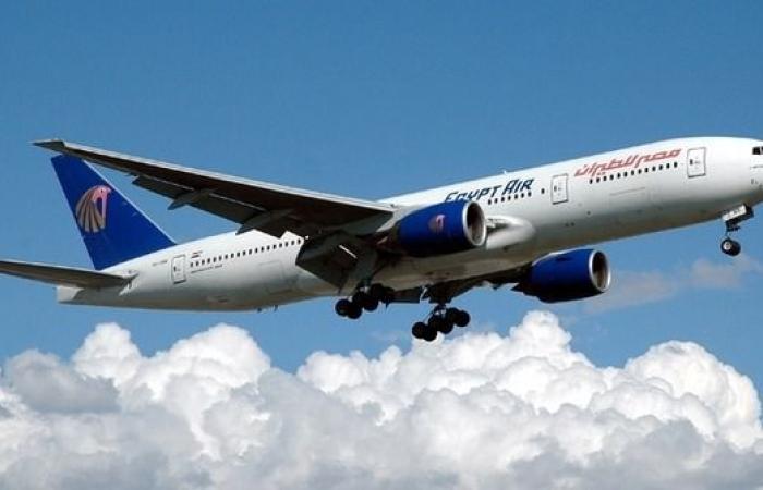 محاولة لاقتحام كابينة قيادة طائرة مصرية في عُمان