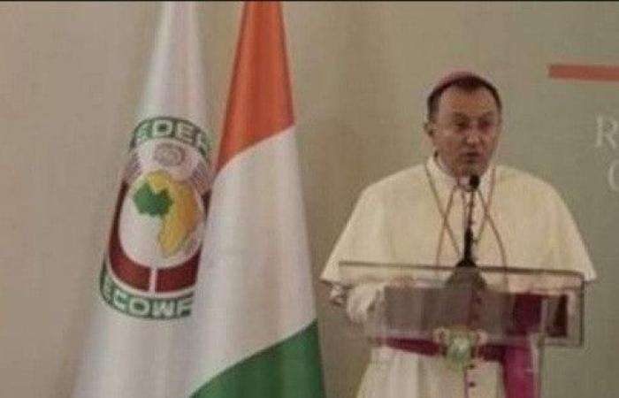 السفير البابوي الجديد في لبنان بسطور.. من هو؟