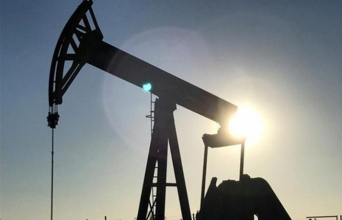 ما زال تحت الضغط الأميركي.. النفط يستقرّ بعد إنخفاض كبير!