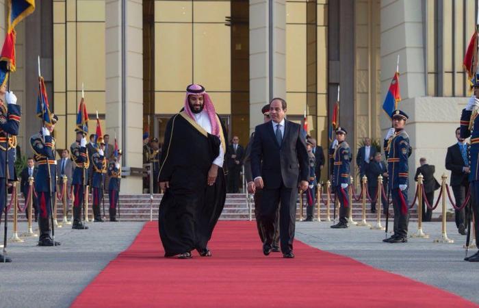ولي العهد السعودي يغادر مصر إلى لندن لبدء زيارة رسمية