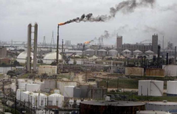 """النفط يرتفع بعد أنباء عن """"القمة التاريخية"""""""