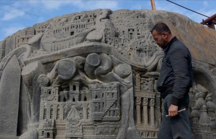 """صخرة """"الحب والسلام"""" بدرعا تختزل حضارات العالم"""