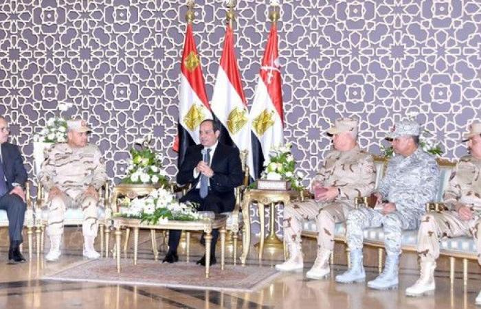 السيسي يبحث عمليات سيناء مع قادة الجيش والشرطة