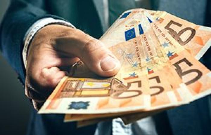 اليورو يرتفع مقابل الدولار فى مستهل تعاملات الأسبوع