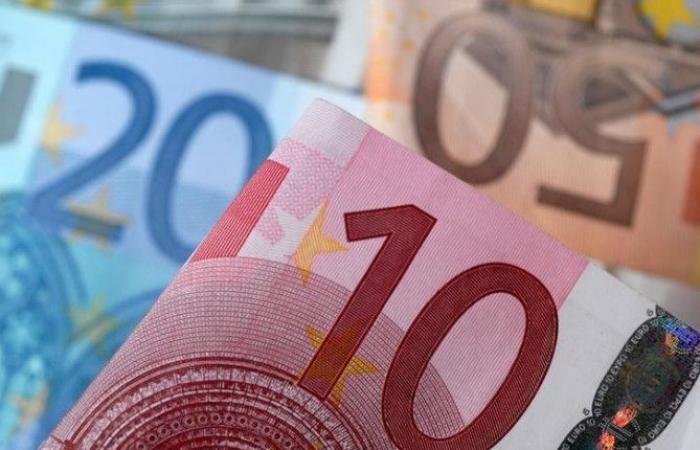اليورو يرتفع والدولار يهبط.. وهذه أسعار اليوم الاثنين