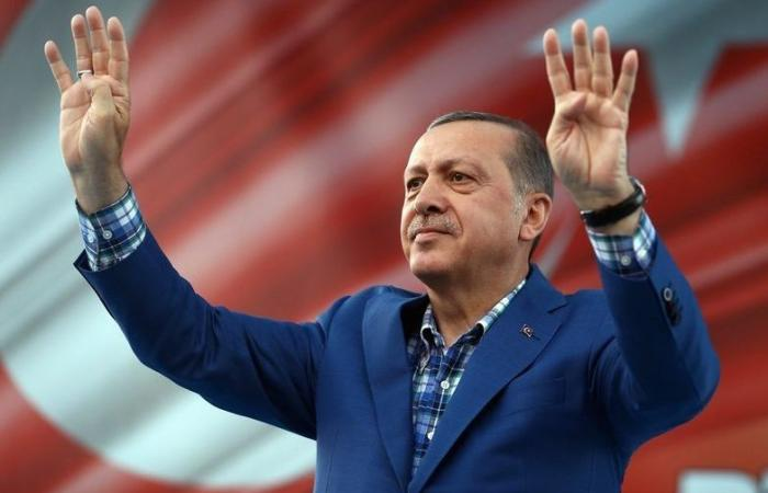 بالصورة: أردوغان يشهد على عقد قران لاعب برشلونة السابق