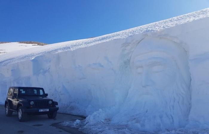 بالصور: على ارتفاع 2100 متر.. منحوتة مميزة لوجه مار شربل في الثلج