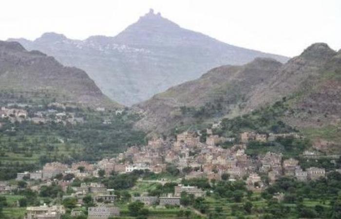 الحوثي يستحدث موقعا عسكريا بأعلى قمة جبلية وسط اليمن