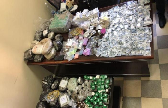 بالصورة: شقّة تُستخدَم كمستودع للمخدرات في جبيل.. وضبط كميات كبيرة!