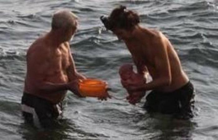 بالصور.. سائحة روسية تضع مولودها وهي تسبح في البحر بمصر