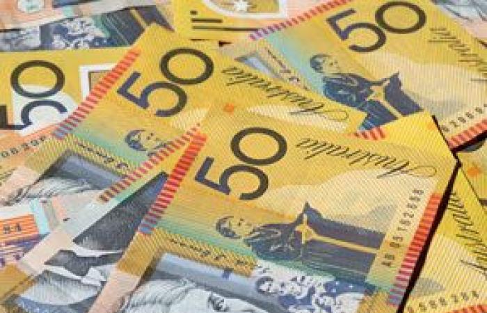 الدولار الأسترالي يتداول بالقرب من أعلى مستوياته في ثلاثة أسابيع