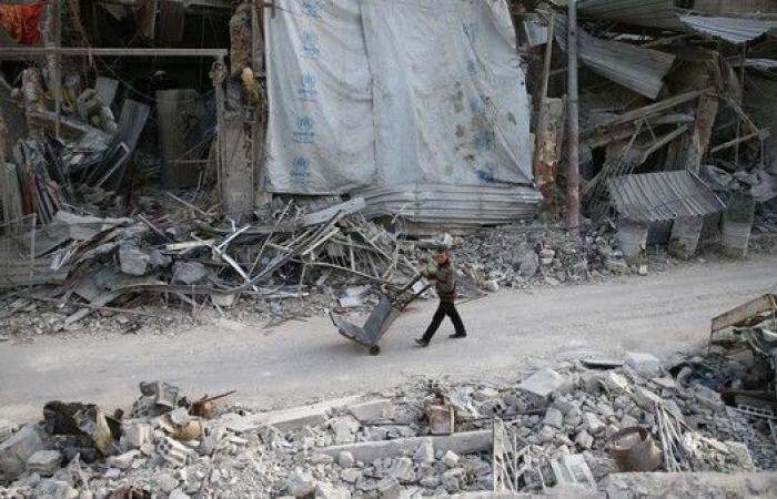 مقتل 25 مدنياً بغارات النظام وروسيا في الغوطة الشرقية