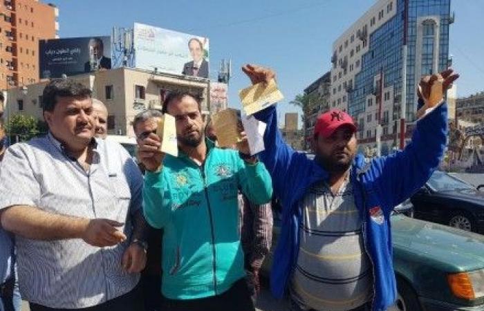 """سائقو حافلات """"بيروت – طرابلس"""" إعتصموا احتجاجا .."""