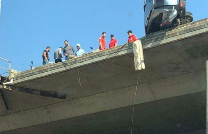 تدهور سيارة عند جسر البالما