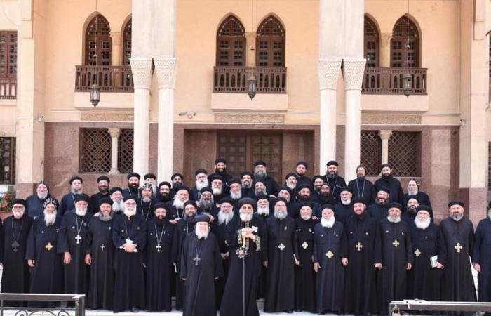 البابا تواضروس الثاني يلتقي كهنة «طما» لبحث اختيار أسقفا جديدا للإيباراشية