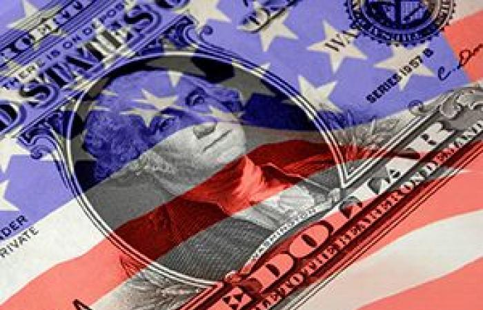 الدولار الأمريكي يوسع مكاسبه لأعلى مستوى فى 4 أشهر قبيل بيانات النمو الاقتصادي
