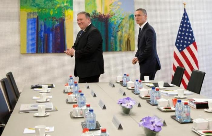بومبيو يحضر اجتماع الناتو ويقدم مطالبه