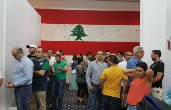لبنانيو دبي يقترعون بكثافة