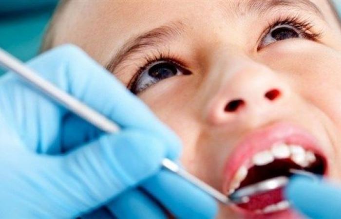 ما معنى وجود بقع على أسنان طفلك؟