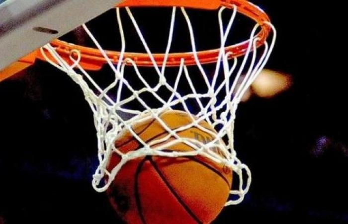 الرياضي يضرب موعدا مع الهومنتمن في نهائي دوري السلة