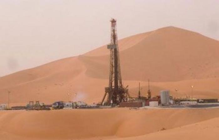 «البترول»: 2300 برميل إنتاج مبدأي للحقل المكتشف بالصحراء الغربية