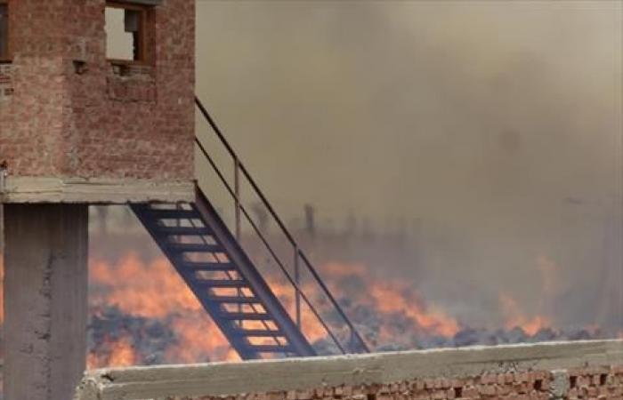 مجلس الوزراء:فرق مكافحة الحرائق تتمكن من السيطرة علي حريق مصنع كوم أمبو