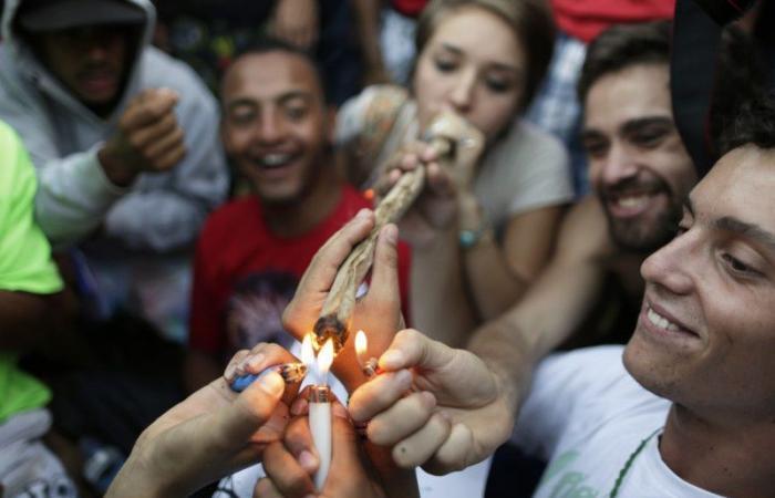 إصابة متعاطي الماريجوانا بمتلازمة غامضة تقلق الباحثين