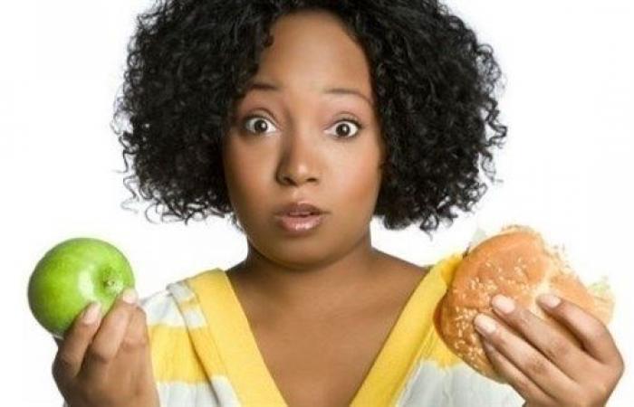 كيف تؤثر الوجبات السريعة والفواكه على خصوبة المرأة؟