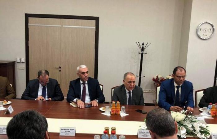 على هامش زيارته لتركيا.. وزير التعليم يلتقي بمسئولين من مؤسسة الأتراك والأقارب في المهجر