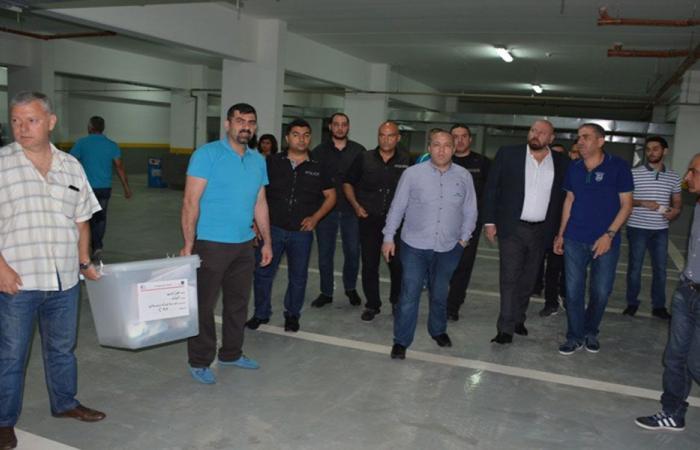 نهرا يشرف على تسليم صناديق الاقتراع في طرابلس