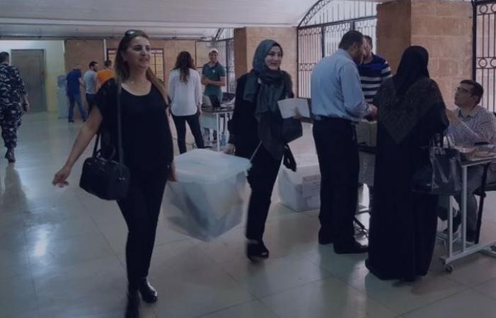 بالصور: رؤساء الاقلام يستلمون صناديق الاقتراع
