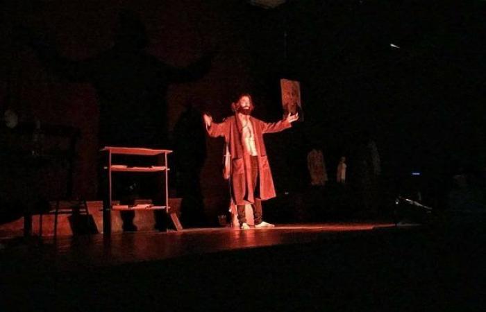 """«أونيس» يحضر العرض المسرحي الليبي """"كسور موزونة"""" في مهرجان المونودراما قرطاج"""
