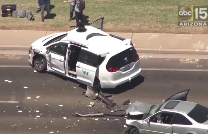 حادث سيارة Waymo يطرح المزيد من التساؤلات عن السيارات ذاتية القيادة