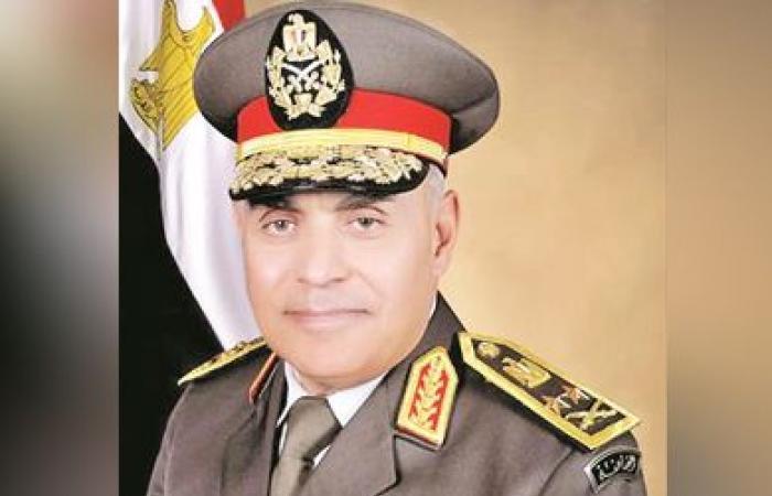 وزير الدفاع يكرم قادة الجيش المحالين للتقاعد