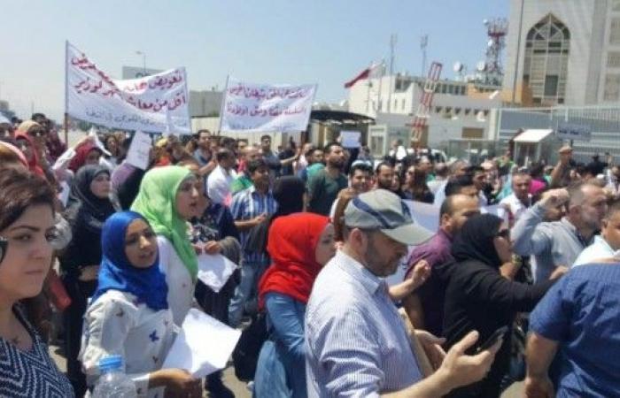 موظفو المستشفيات الحكومية قطعوا الطريق احتجاجا على عدم نيل حقوقهم من السلسلة