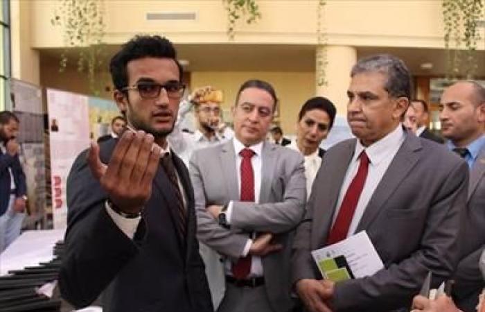 وزير البيئة يزور جامعة أكتوبر للعلوم ويعقد حوارا مع الطلاب